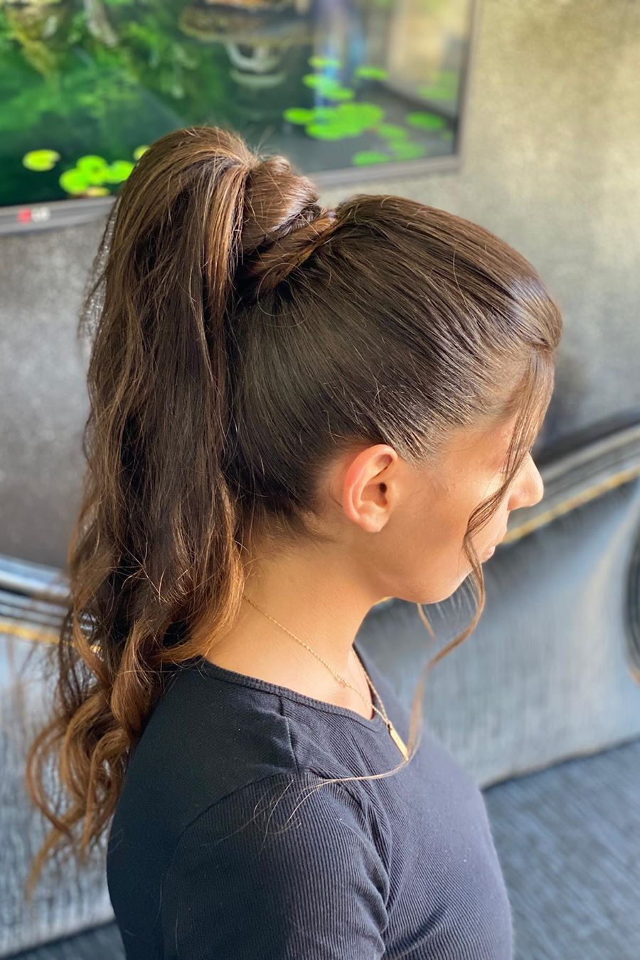 messy ponytail hairstyle 3