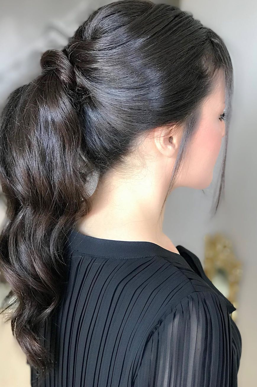 messy ponytail hairstyle 1