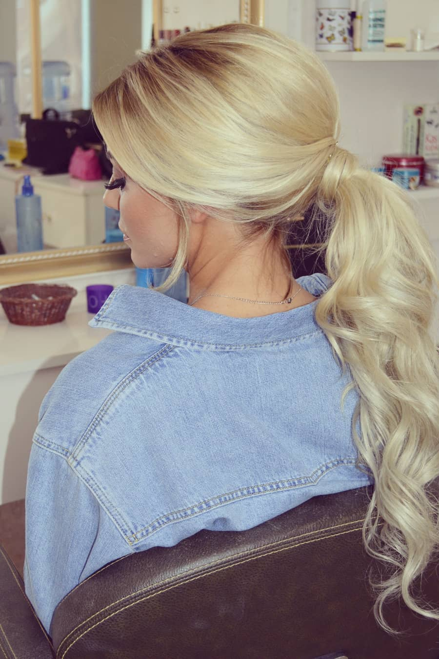 messy ponytail hairstyle 4